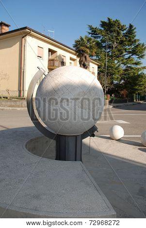 Universal Sundial In Aiello