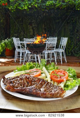 Roast beef with vegetables and salad