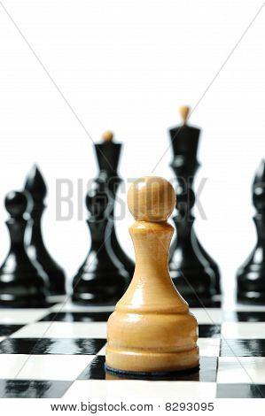 Chess: confronting white pawn