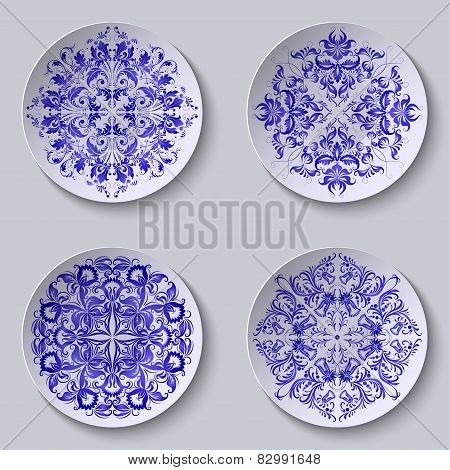 Set of circular plates with lace ornament