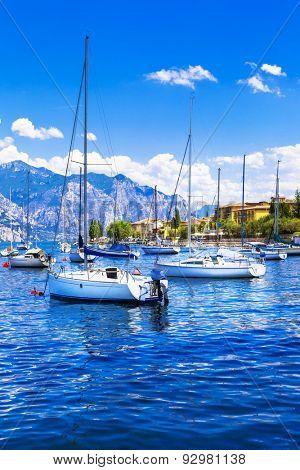 Italian holidays - sailing in Lago di Garda