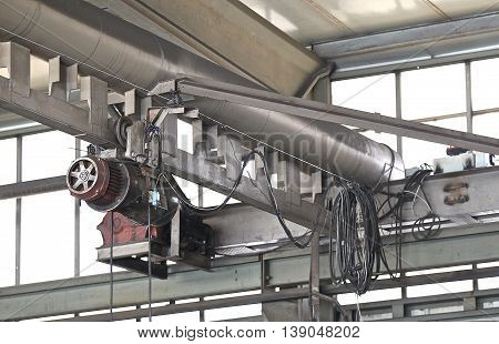 lifting mechanism for moving material within the production hall