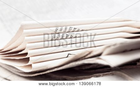 Light sheets of newspaper for readers and newsmakers