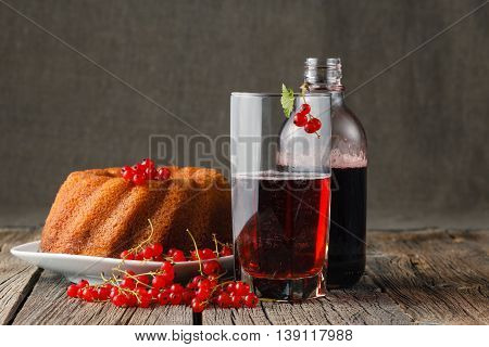 Pound Cake with red currant berries and juice