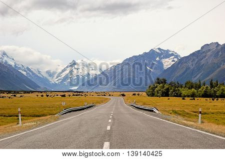 On the road - Vanishing Point. New Zealand south island scenery