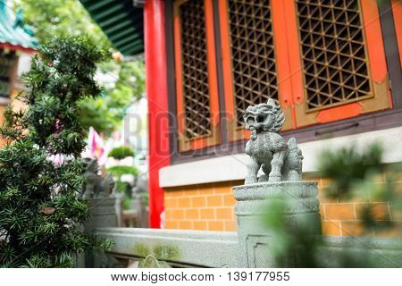 Chinese style granite rock carved lion statue