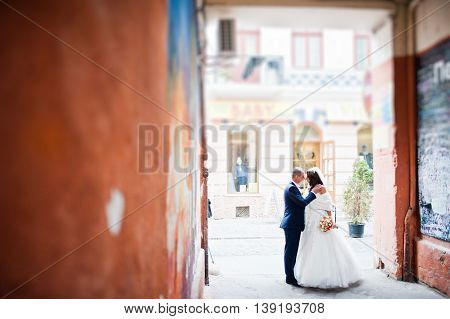 Wedding Couple Under The Arch In Bystreets