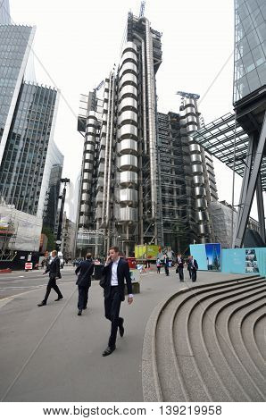 LlLOYDS BUILDING LONDON UK 16 September 2014: Man walking in front of lloyds of London building