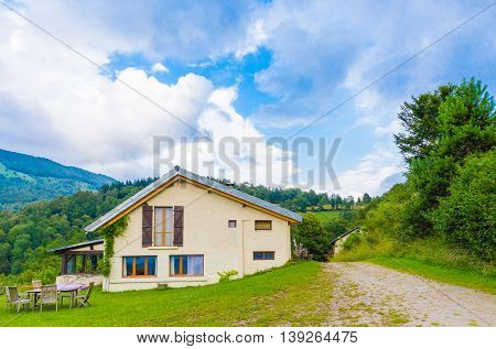 B&b Las Trinquades With View Of The Pyrenees In Boussenac