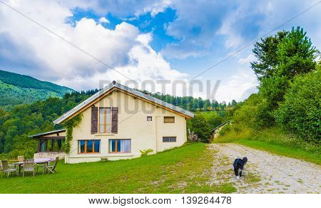 B&b Las Trinquades With Scenery Of The Pyrenees In France