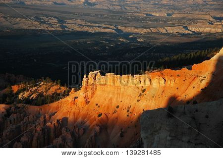 dusk golden sunlight on the rocky cliff of Bryce National Park