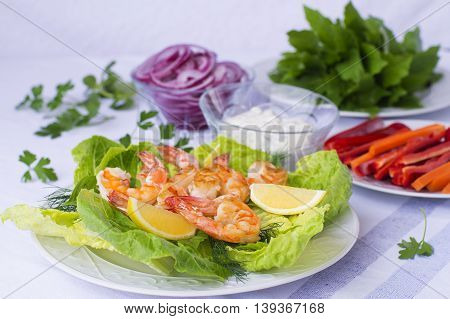 Fried Shrimp With  Lettuce And Vegetables