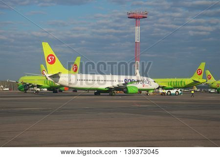 MOSCOW, RUSSIA - APRIL 30, 2016: The Boeing 737-800 (VQ-BKW) of the alliance