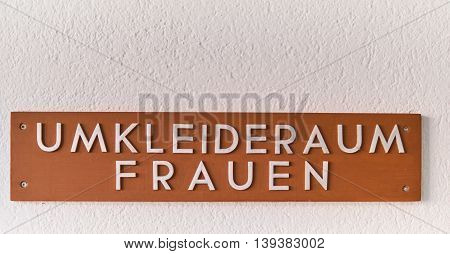 Sign Locker room sign for Women - Umkleideraum Frauen Schild