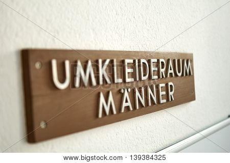 Sign Locker room sign for men - Umkleideraum Maenner Schild