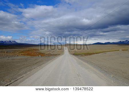 A gravel road running over Kjölur in Iceland's highlands.