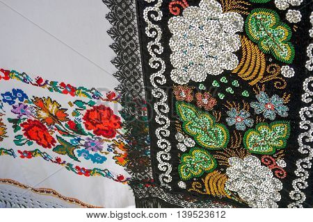 Materials and embroidered Romanian traditional port specific.