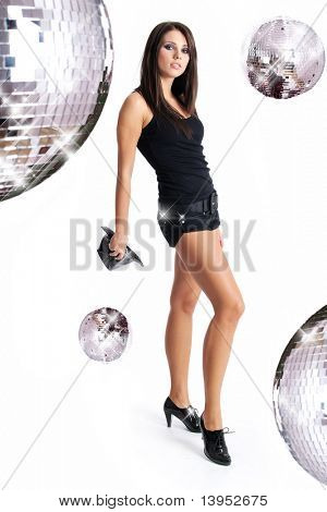 sexy Tänzerin Mädchen über Spiegel-Kugel-Hintergrund