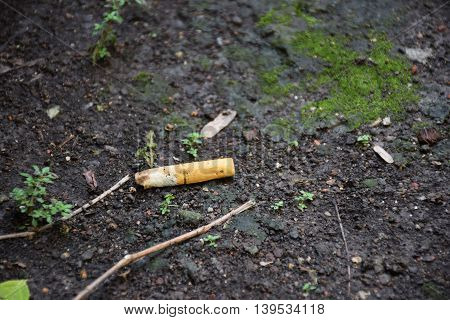 A cigarette/trash on the ground. Dirty area