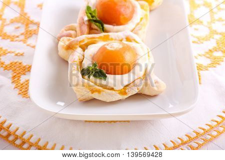 Apricot and cream filling puff pastry cakes
