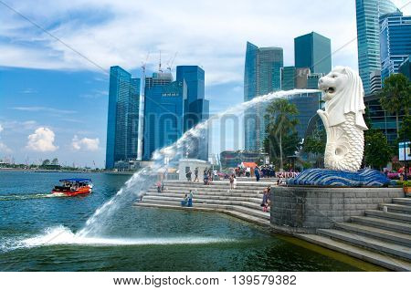 Merlion Fountain And Singapore Skyline