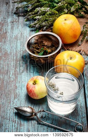 Tea With Mint And Apples