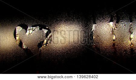 On glasses reflexion of heart by water