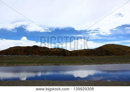 Namtso lake's horizon and sky, water reflection