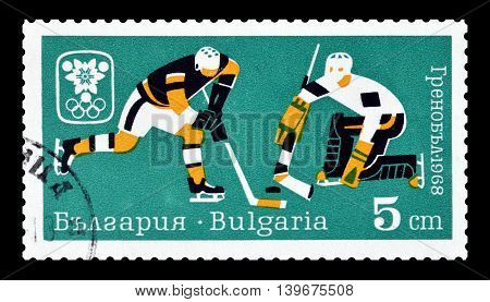 BULGARIA - CIRCA 1968 : Cancelled postage stamp printed by Bulgaria, that shows Ice hockey.