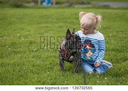 Small talk between my daughter and a dog.
