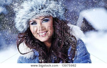 Beauty woman  in the winter scenery