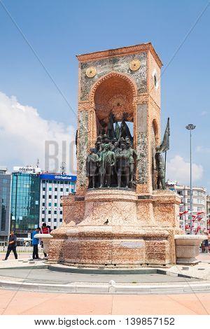 Taksim Square, The Republic Monumen