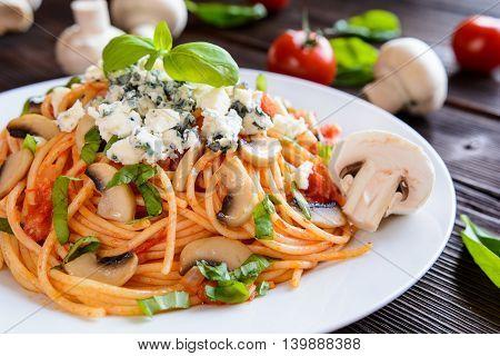 Spaghetti Pasta Salad With Tomato Sauce, Mushrooms, Blue Cheese And Basil