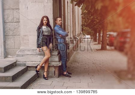 couple walking in the city GOOD WEATHER hd