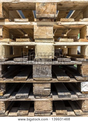 Pallets of wood stacked one above the other