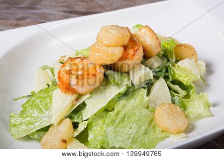 Seafood salad with fried shrimps and scullop