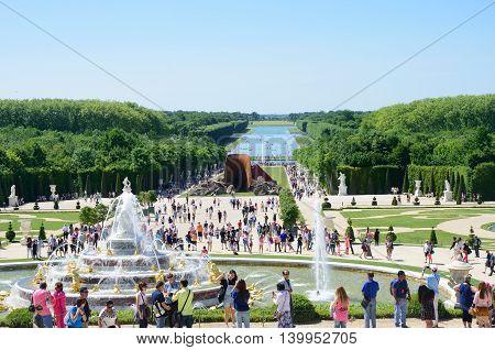 VERSAILLES PARIS FRANCE 6 JUNE 2015: Large crowd enjoying Palace Gardens