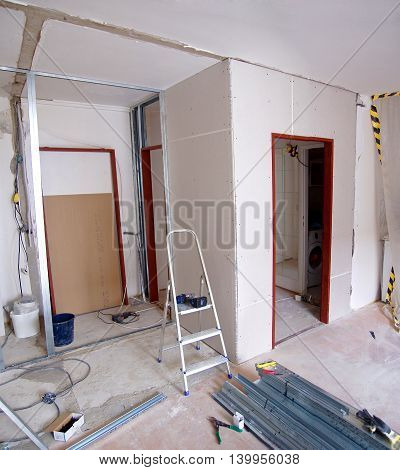 Construction of new walls made of plasterboard in the apartment