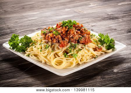 Spaghetti with meat, tomato sauce and vegetables