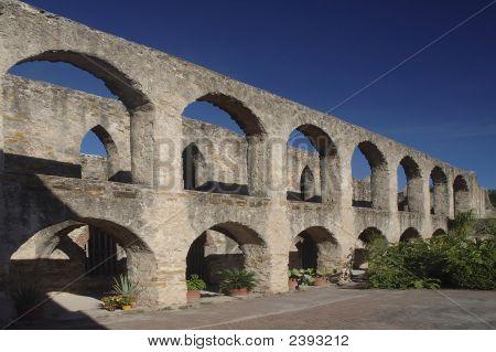 Colonade Wall