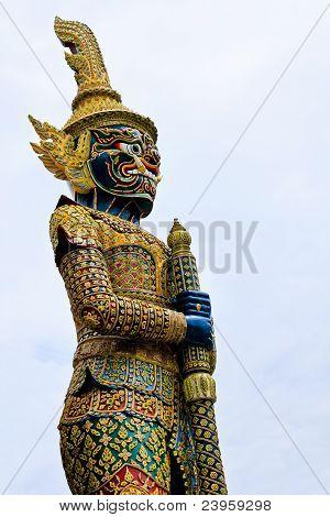Guardián gigante tailandés estatua