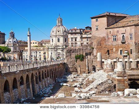 Italia. Roma. Ruinas de un foro de Trajano