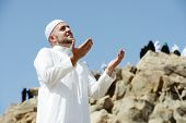 picture of jabal  - Muslim pilgrims praying on jabal Arafat - JPG
