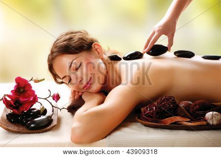 Spa-Stone-Massage. Beauty-Behandlungen. Spa Hot Stone