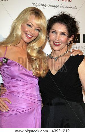 BEVERLY HILLS - 7 de MAR: Charlotte Ross, Beverly Kaskey en la Gala benéfica de 2013 Génesis premios en Th