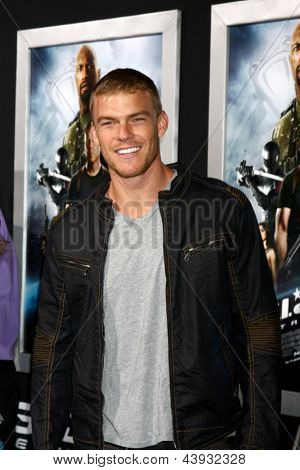 LOS ANGELES - MAR 28:  Alan Ritchson arrives at the