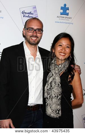 LOS ANGELES - APR 2:  Alonso Mayo, Nina Leidersdorff arrives at