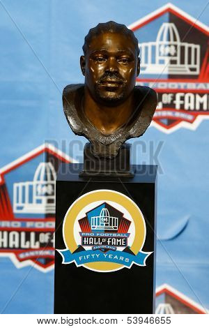 CANTON, OH-AUG 3: The bust of former Tampa Bay Buccaneers defensive tackle Warren Sapp on display at the NFL Class of 2013 Enshrinement Ceremony at Fawcett Stadium on August 3, 2013 in Canton, Ohio.
