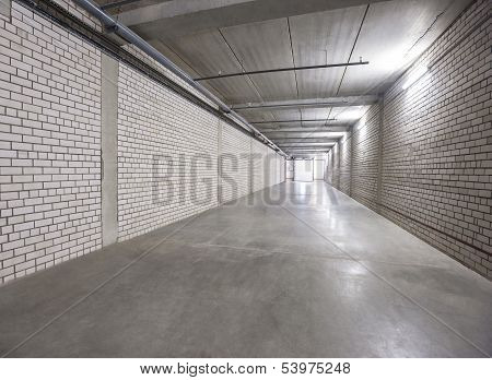 White wall corridor to exit