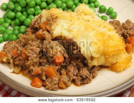 Shepherds pie served with peas.